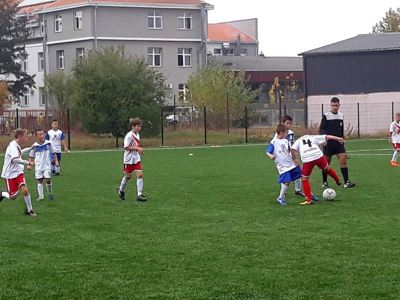 Mali fudbaleri zaigrali na novom terenu sa veštačkom travom