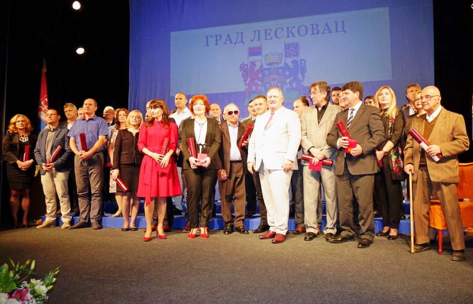 Dan Leskovca: Svečanosti dali pečat nagrađeni i gradonačelnik Cvetanović (VIDEO)