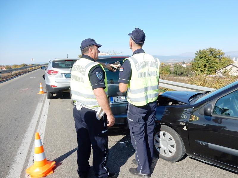 Veliki požar i dim izazvali lančani udes na starom autoputu kod Leskovca (VIDEO)