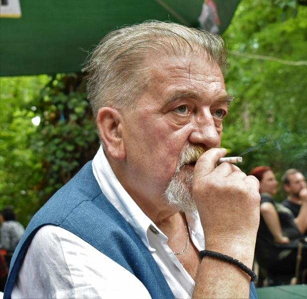 HODŽINA KĆI Roman o zbranjenoj ljubavi Albanke i Srbina