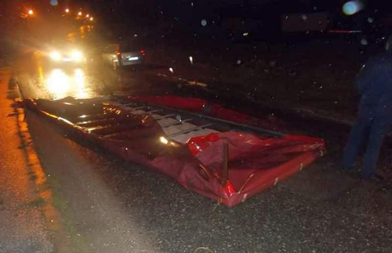 Olujno nevreme ostavilo Piroćance bez struje, letela drveća u Nišu, pokidani kablovi i uništeni krovovi