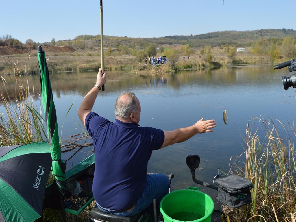 Nedeljni ribolov s gradonačelnikom Leskovca