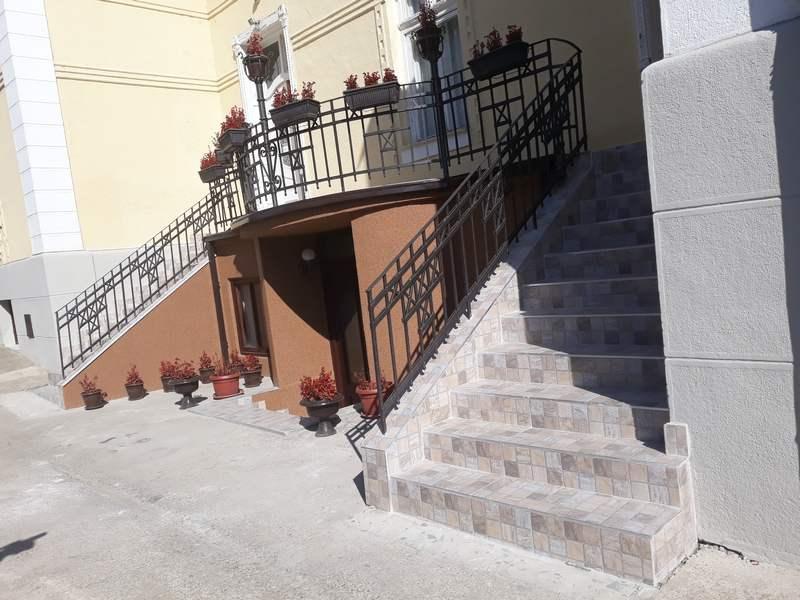 Nove stepenice i nova ograda u leskovačkoj Sigurnoj kući