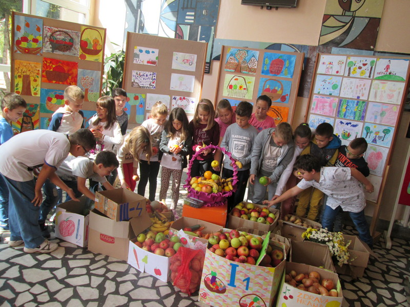 Osnovci iz Pirota sakupili zdravu hranu za korisnike Narodne kuhinje