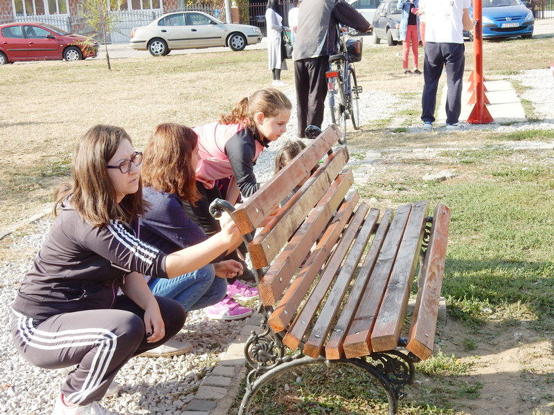 Ofarban mobilijar i u Mokranjčevoj ulici