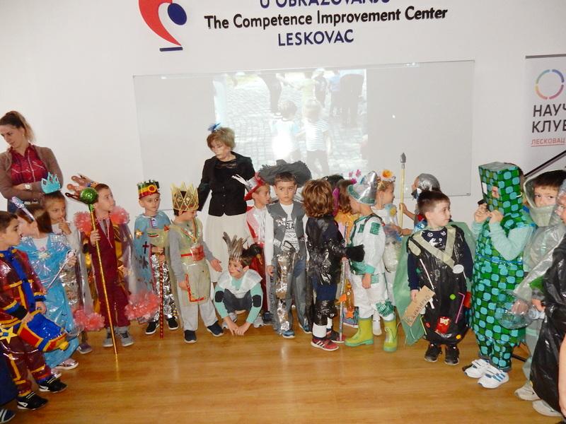 DEČJI PANAĐUR Kostimi i igračke u duginim bojama od recikliranih materijala (NAGRAĐENI)