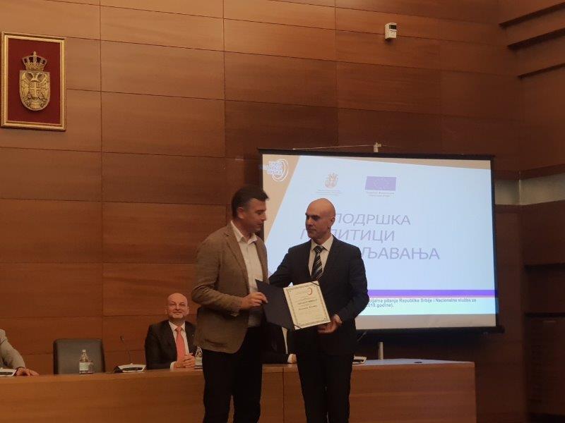 Priznanje za unapređenje socijalnog dijaloga i poslovnog ambijenta  gradonačelniku Pirota i predsedniku Privredne komore