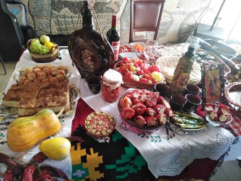 Specijaliteti na prvom Festivalu hrane i pića u Vlasotincu odešivili posetioce