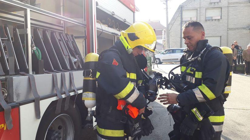 Vatrogasci iz požara spasili dvoje starih ljudi
