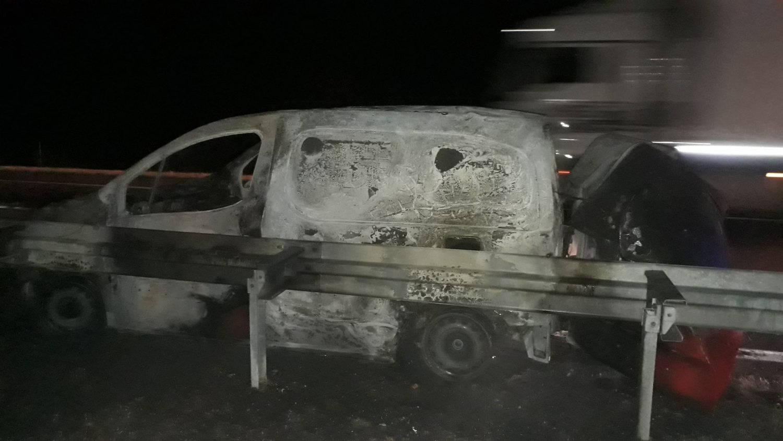 Tragedija na autoputu kod Vlasotinačke petlje, izgoreo automobil i vozač u njemu