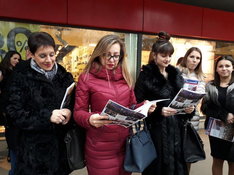 Aktivisti SNS promovisali novi broj stranačkog informatora