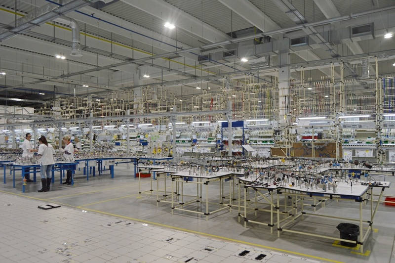 """Radnici u """"Aptivu"""" nose i vizire i naočare, a dok je fabrika bila zatvorena instaliran je SOS telefon"""