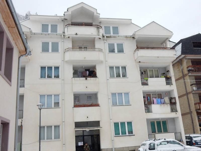 Pet porodica u Crnoj Travi u novim stanovima na proleće
