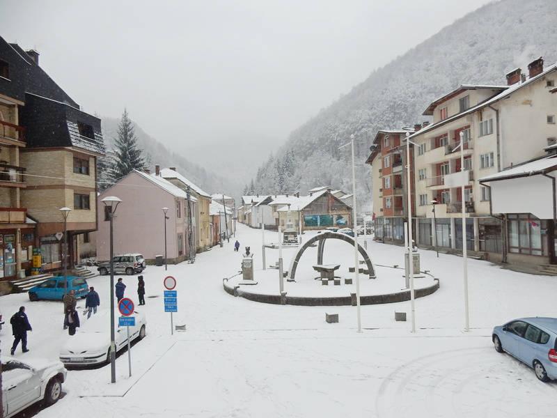 U Crnoj Travi pod snegom od jednog metra ukinuta vanredna situacija