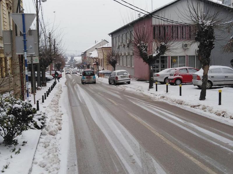 Građani su u obavezi da očiste sneg ispred svojih zgrada i poslovnih objekata