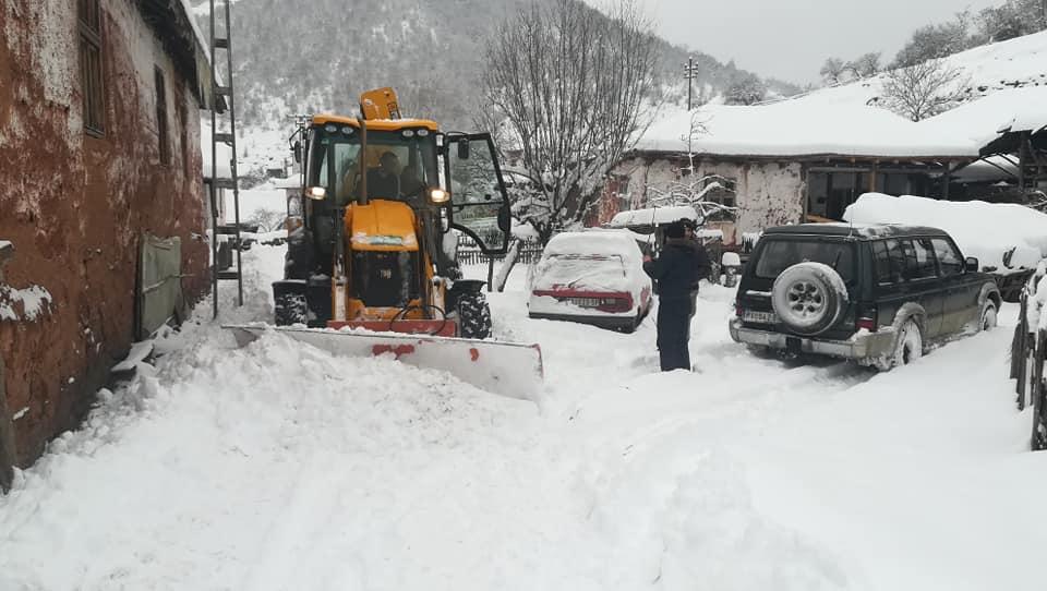 Zimska patrola pohrlila u pomoć zavejanim gorštacima
