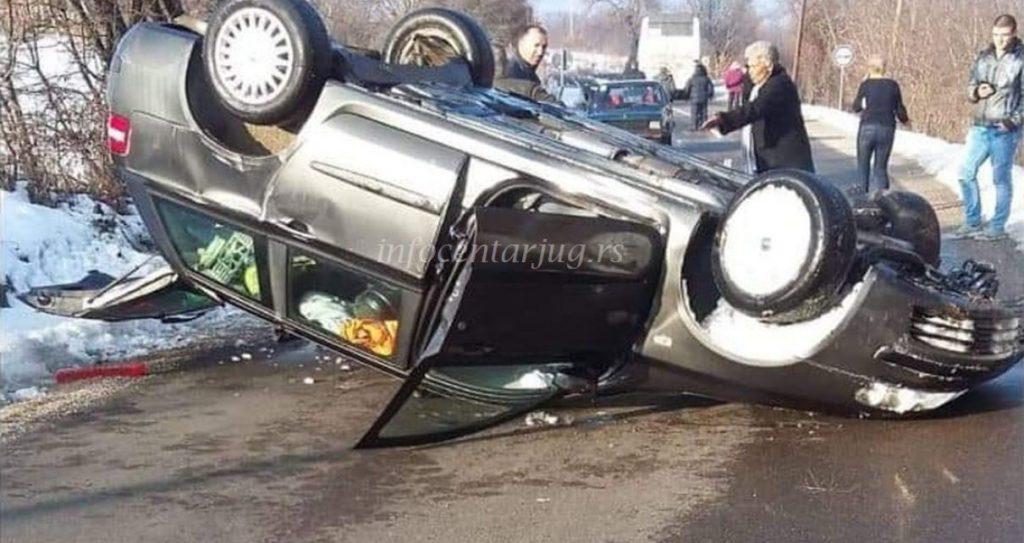 Prevrnuo se automobil na putu između Lebana i Bojnika