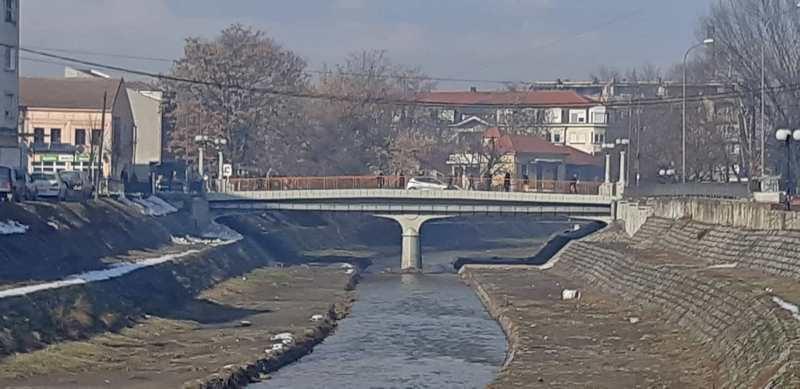 Svetleće mostovi na Veternici, u centru najraskošnije