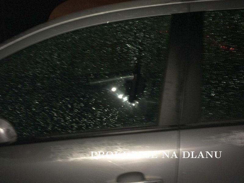 Redom razbijao stakla na više od 20 vozila parkiranih u centru grada
