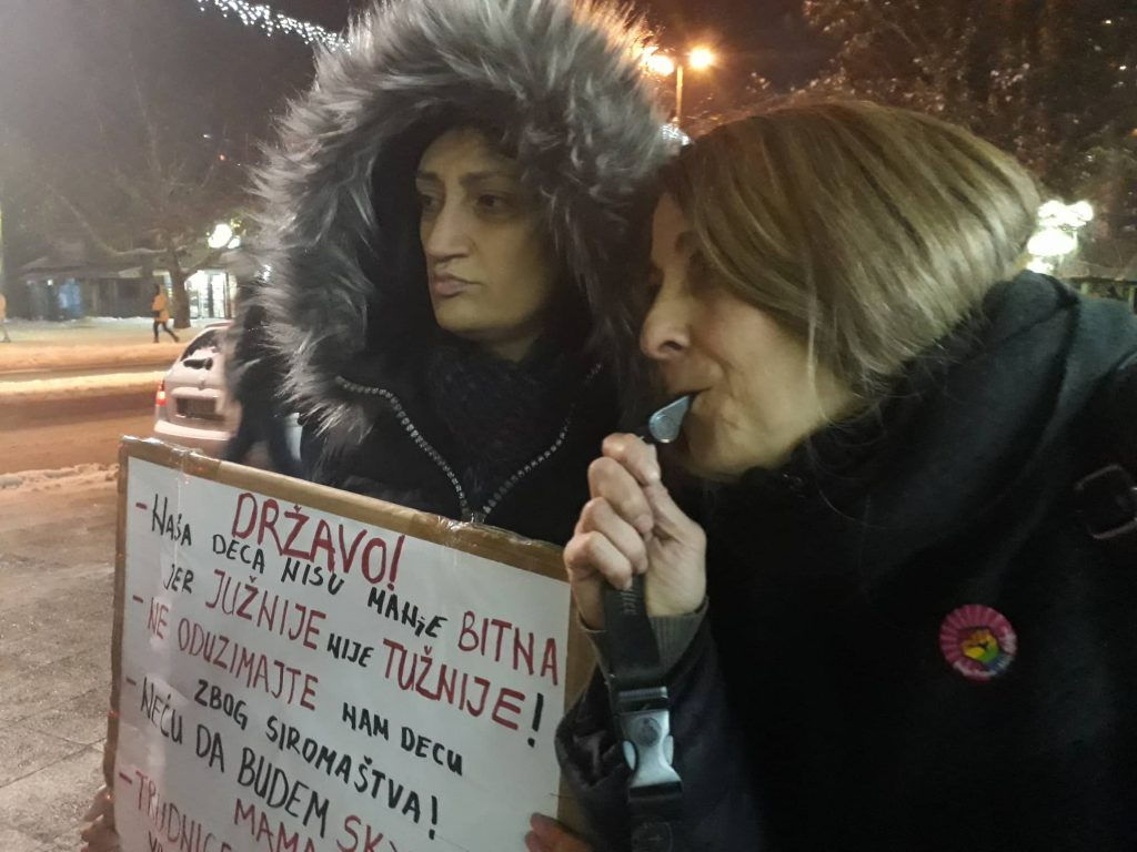 PROTEST Mame su ljute u Leskovcu (FOTO, VIDEO)