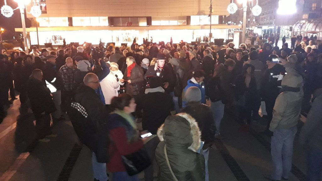 Više stotina protestana u centru Niša