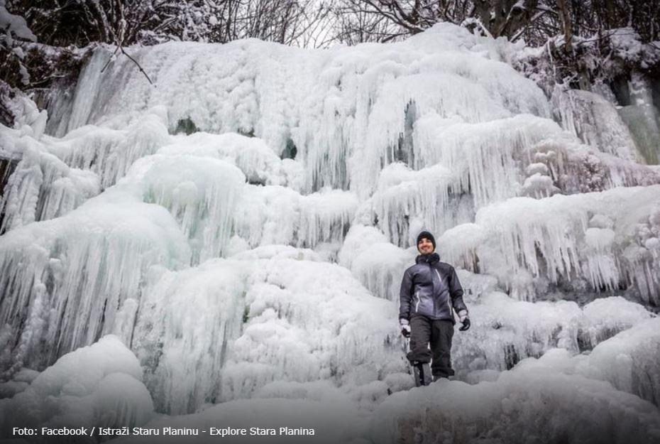 Najlepši srpski vodopad okovan ledom