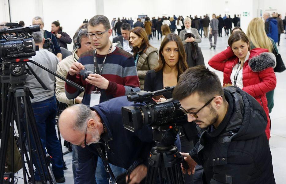 Pitanja Vučiću rezervisana samo za Barbaru, Pink i Pančevo (VIDEO)