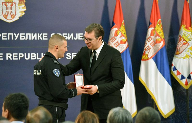 "Niškom policajcu dodeljena srebrna medalja za hrabrost ""Miloš Obilić"""