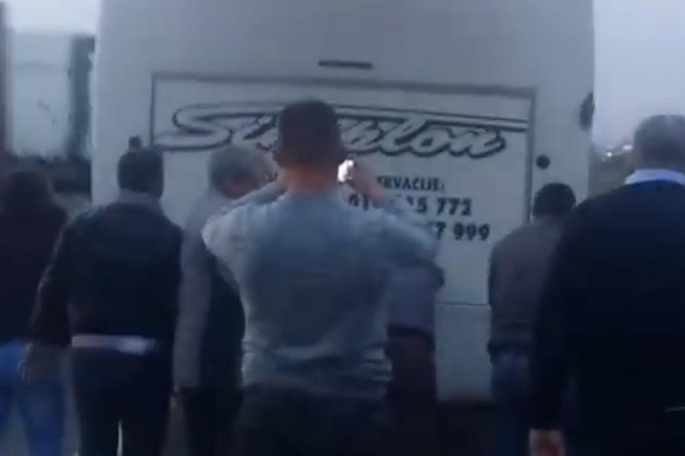 Putnici gurali Simplonov autobus na auto-putu, a to im nisu jedine muke kada je u pitanju ovaj prevoznik