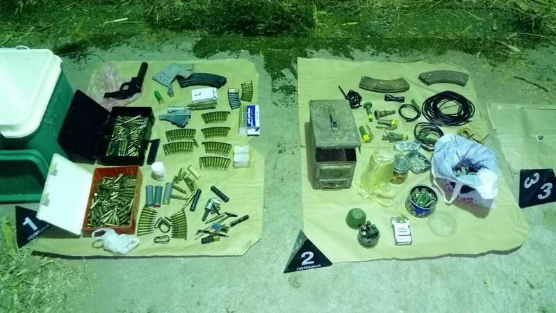 U kući krio tuce eksploziva, arsenal oružja i marihuanu