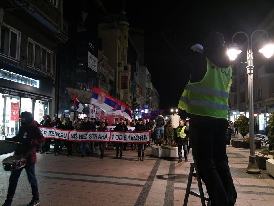"""U Nišu na protestima """"Baklje slobode"""" i pismo od Đurička"""
