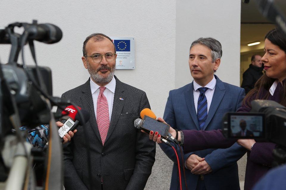 Fabrici: EU će nastaviti da pomaže vranjskom zdravstu