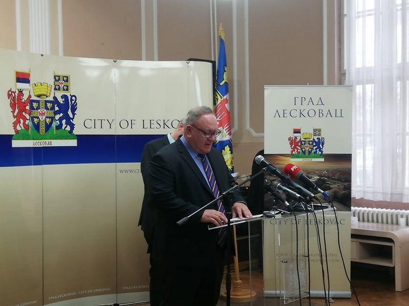 Gradonačelnik Leskovca bio privatno odsutan s posla