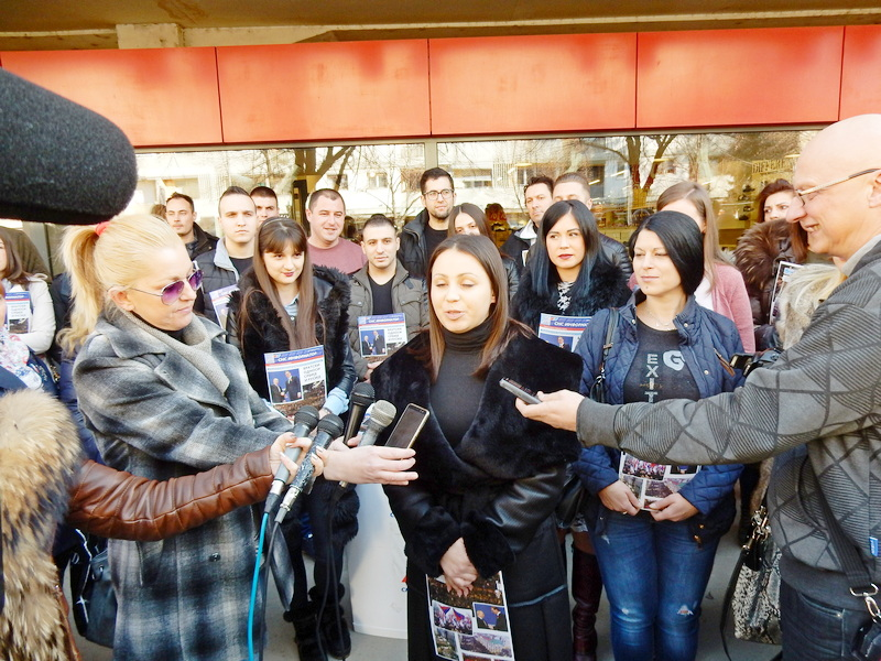 Mladi iz SNS-a delili partijski informator
