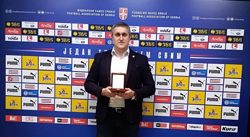 Plaketa za predsednika Fudbalskog saveza Pirota