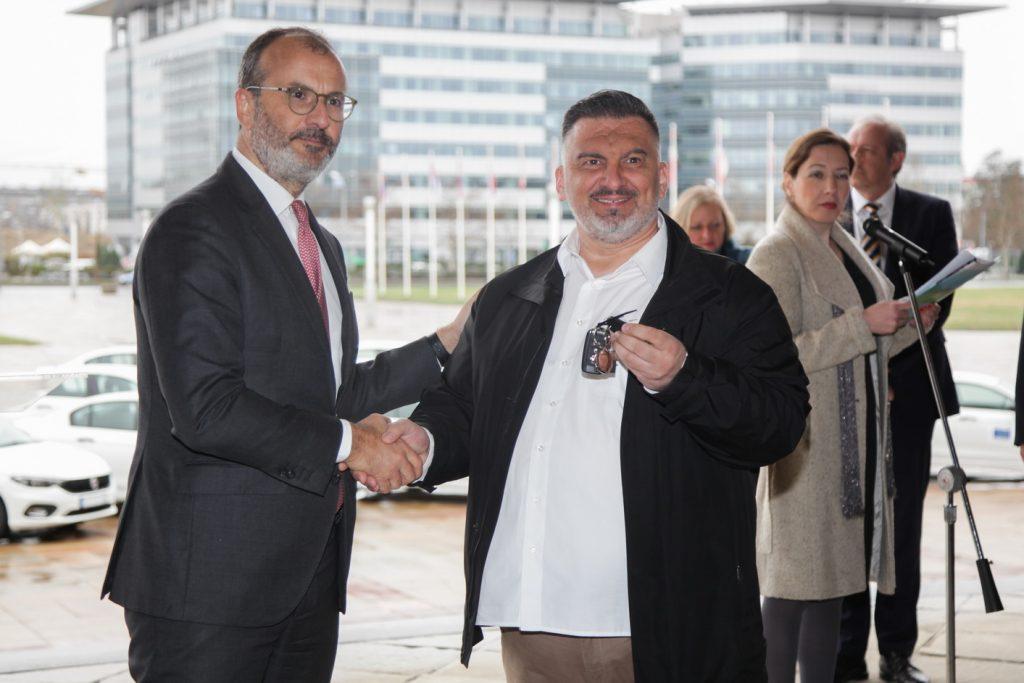 Automobil i lap top Vlasotincu za osnaživanje romske zajednice