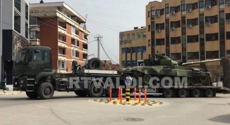 Tenkom kroz centar Preševa do Kosova