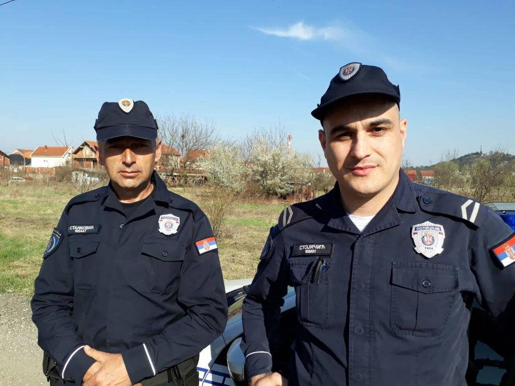 Ovi hrabri policajci su sprečili majku da skoči sa detetom, a sada su već na drugom zadatku