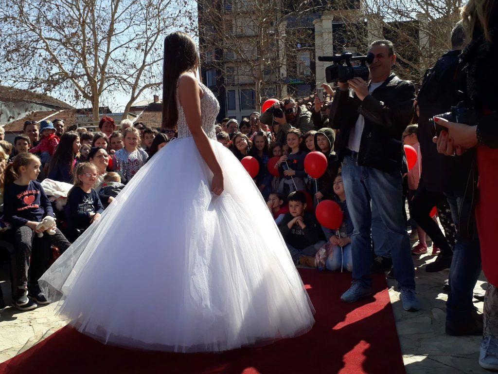 Mladenčići, Češljanka i revija venčanica na proslavi Mladenaca u centru Leskovca (VIDEO)