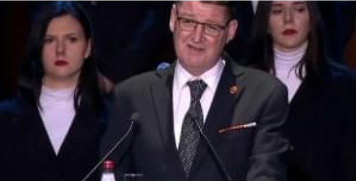Zastavnik Slađan Vučković je u ratu pre 20 godina ostao bez noge i obe ruke, njegov govor u Nišu je rasplakao sve, pa i samog Vučića