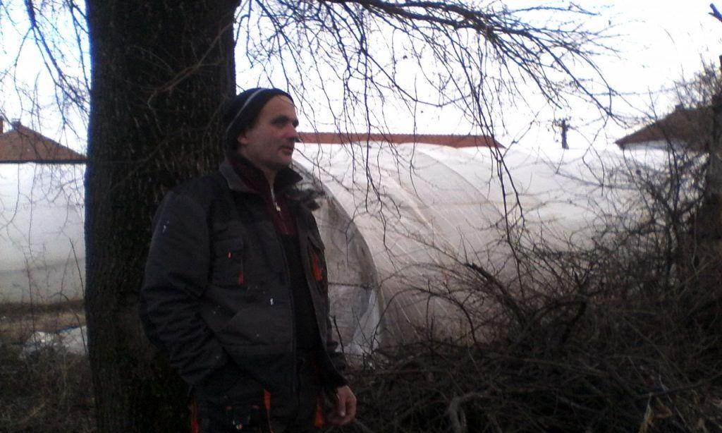 Usamljenik i poslednji izdanak svog roda prkosi istrebljenju u selu nadomak Leskovca