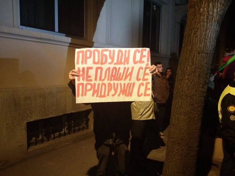 Demonstranti na pakovanjima toalet-papira ostavili poruke niškim predstavnicima vlasti
