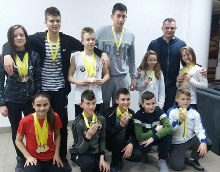 PK Leskovac: Jedanaestoro plivača sa 24 medalje osvojilo drugo mesto