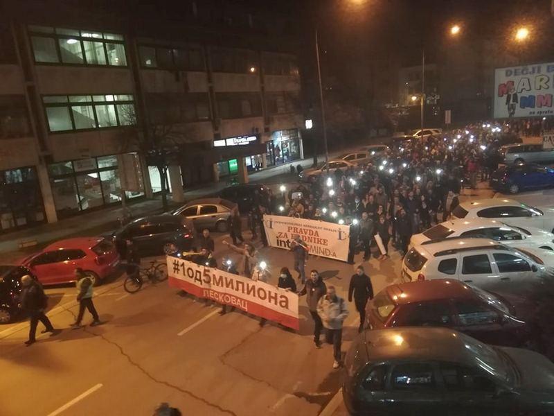 Peti protest u Leskovcu: Dekontaminacija, zaštitne maske i presecanje crvene trake