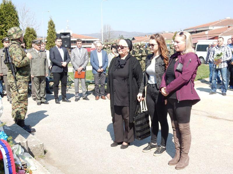 Vlasotinčani dan posvetili godišnjici NATO zločina i sećanju na svoje poginule