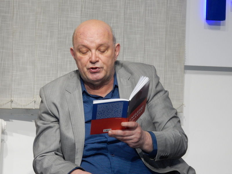 Novinar koji drvenom olovkom ostavlja pečat vremenu u svojim romanima