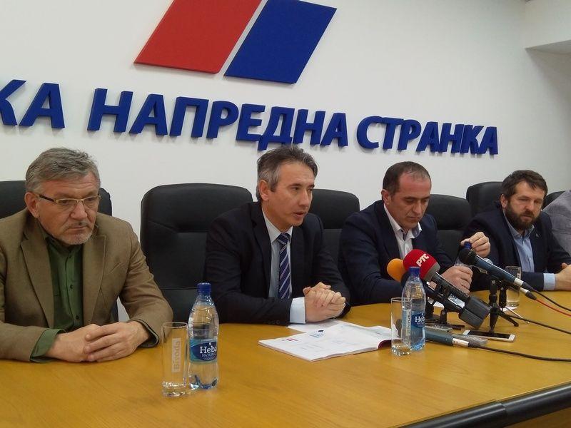 SNS Vranje: Spremni smo da krenemo put Beograda i pružimo podršku predsedniku
