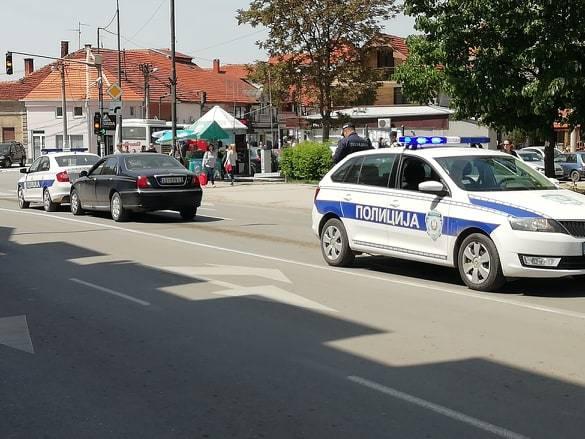 BAKSUZ: Udario u policijsko vozilo