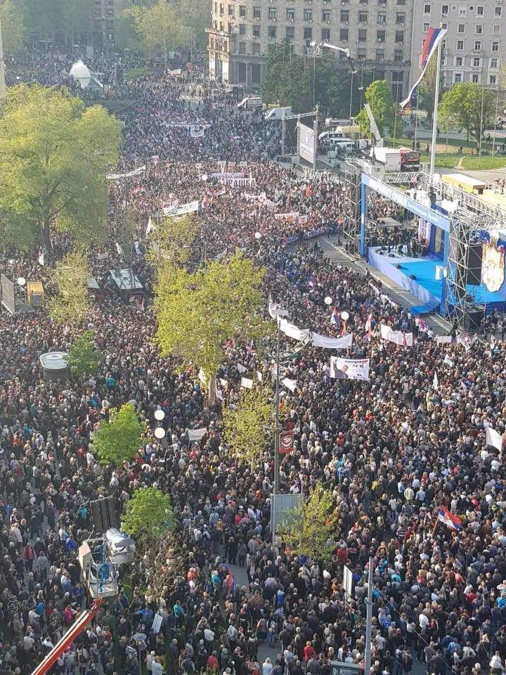 Otvaranje autoputa na jugoistoku za mesec dana, obećao Vučić na mitingu u Beogradu