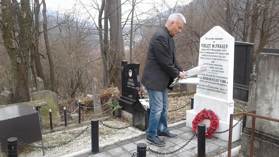 Priznanje Draganu Saviću za renoviranje spomen ploče Vajolet Frejzer